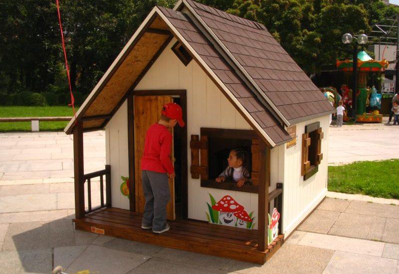 изработване на  детски къщи за игра в различни стилове и размери